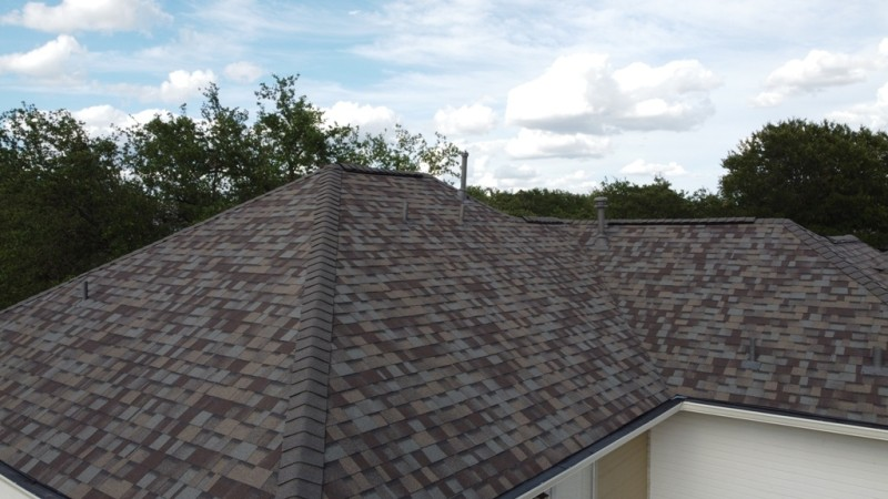 Picture of a nice house with an architectural shingle roof.